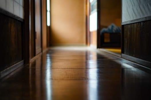 【1】床がフカフカする