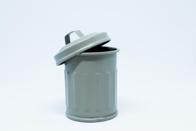 ・ゴミ箱はフタ付きのものを選ぶ