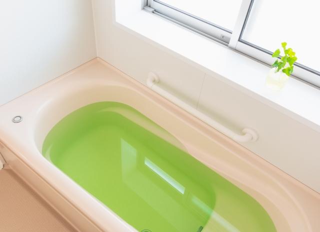 浴室は熱湯と殺虫剤を併用