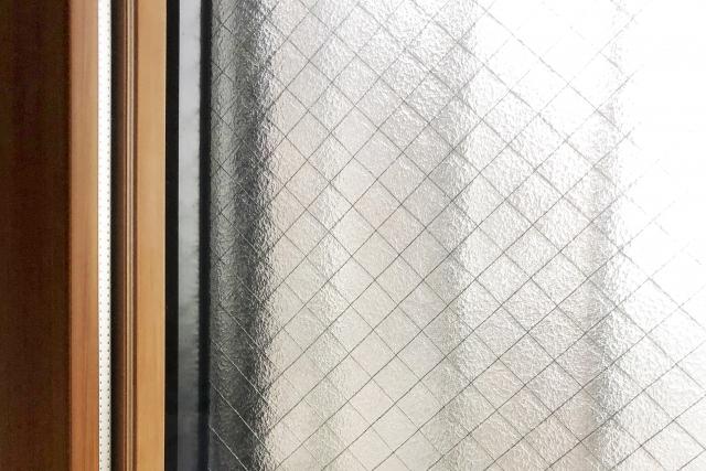 窓の侵入対策をする
